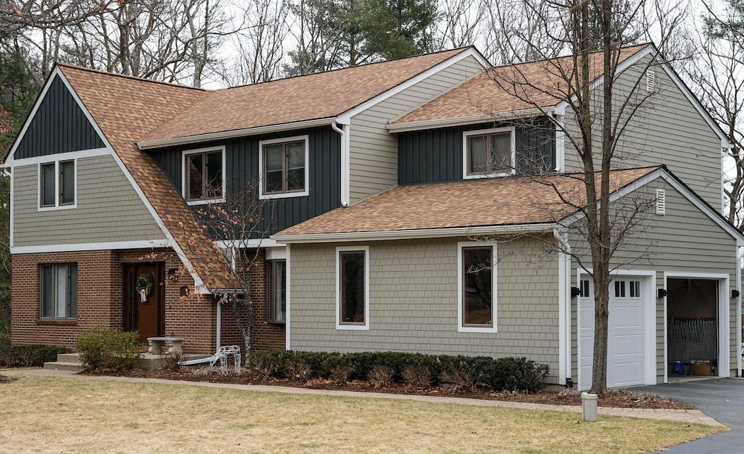 https://www.solidstateconstruction.com/wp-content/uploads/2020/06/Franklin-MA-GAF-Asphalt-Shingle-Roof-Replacement-Central-MA-Solid-State-Construction-e1619639335542-1050x640.jpg